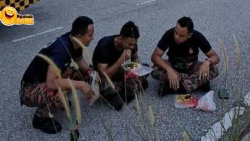 Kisah Petugas Pemadam Kebakaran Buka Puasa di Pinggir Jalan