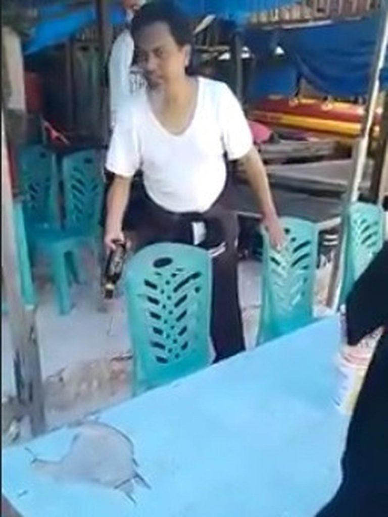 Video Viral Ustaz Borong Miras Lalu Tumpahkan di Depan Pemilik