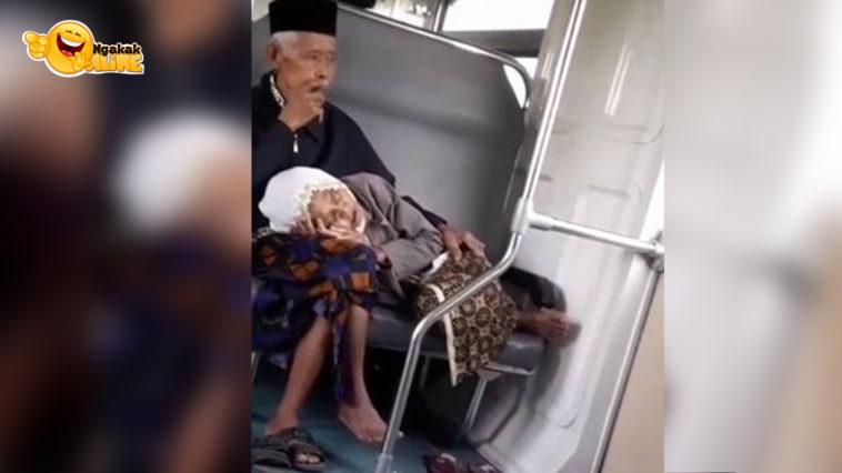 nenek tidur di pangkuan kakek